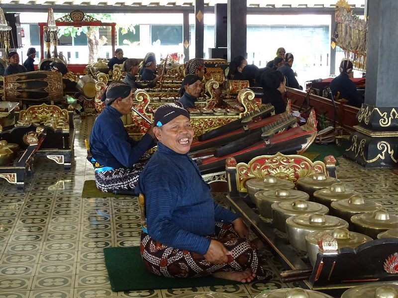 08. Cantaretii sultanului din Yogyakarta