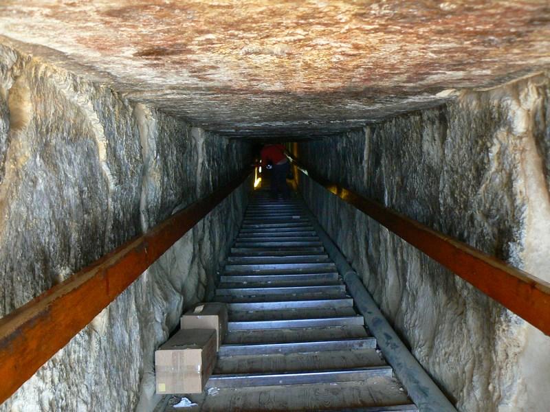 10. Intrarea in Piramida
