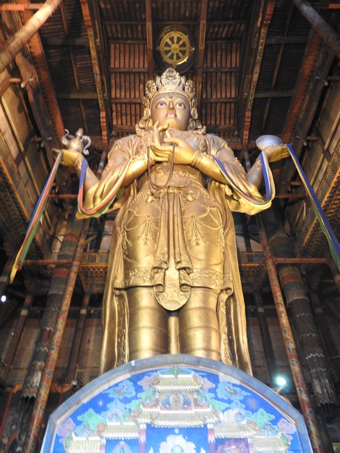 10. Statuie budista