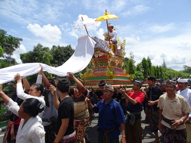 15. Ceremonie moarte Bali