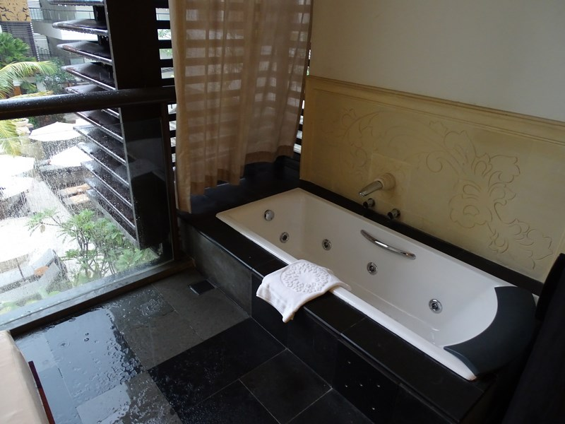 22. Jacuzzi in balcon