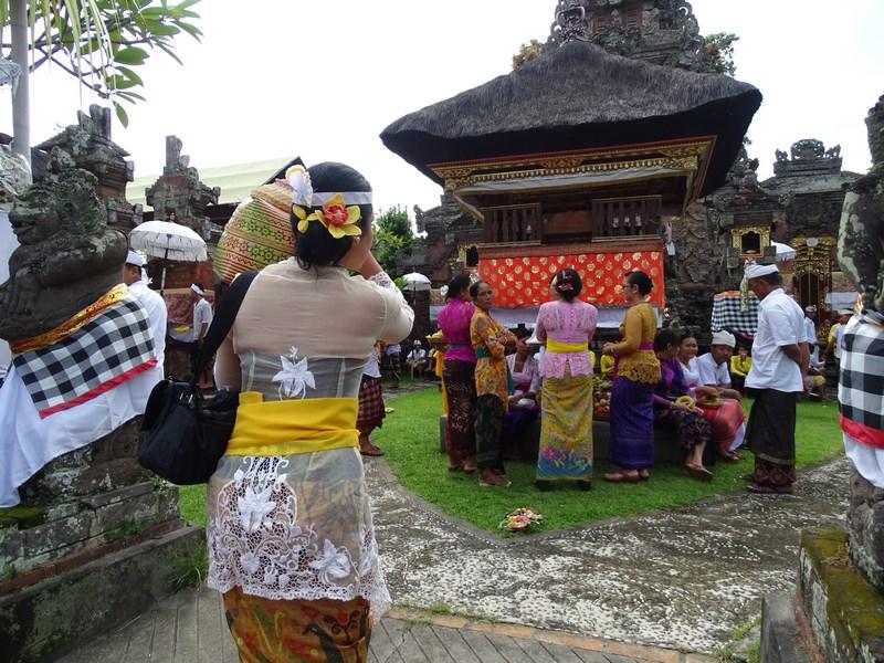 22. Rugaciune la templu