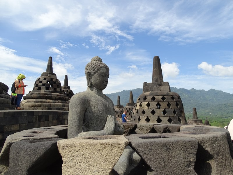 25. Prin Borobudur