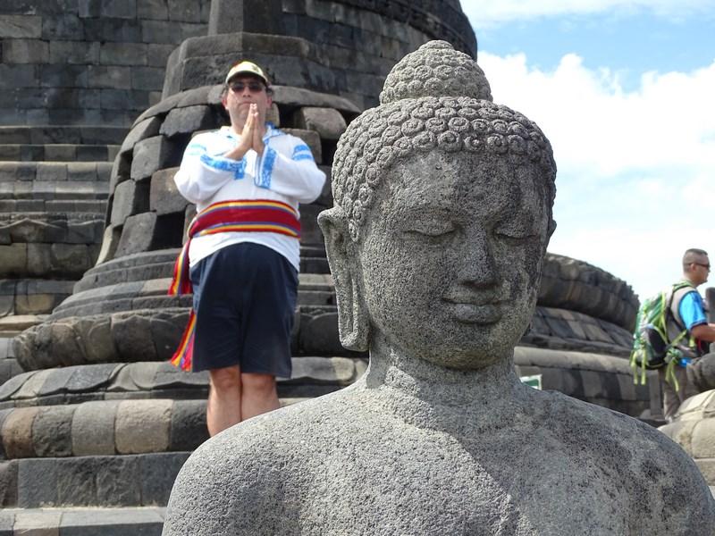 28. Statuie Buda