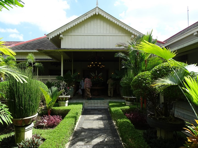 35. Resedinta guvernatorului de Yogyakarta