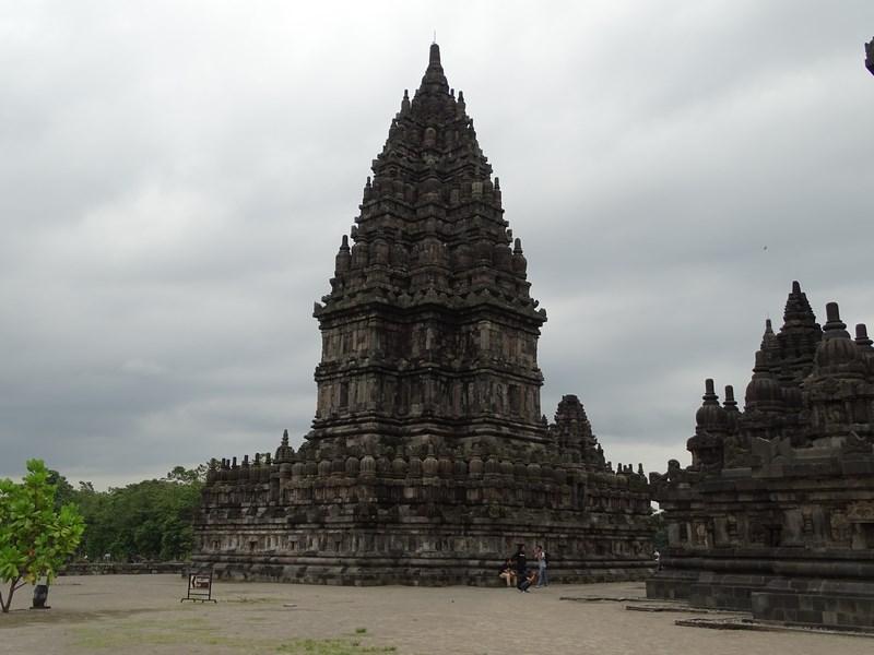 37, Templu Prambanam