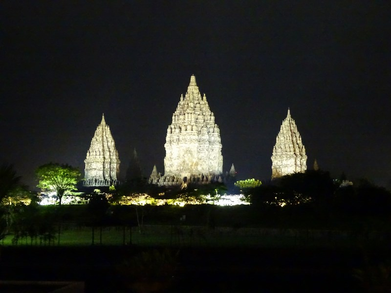 40. Prambanam by night