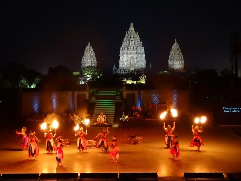 47. Foc la Prambanam