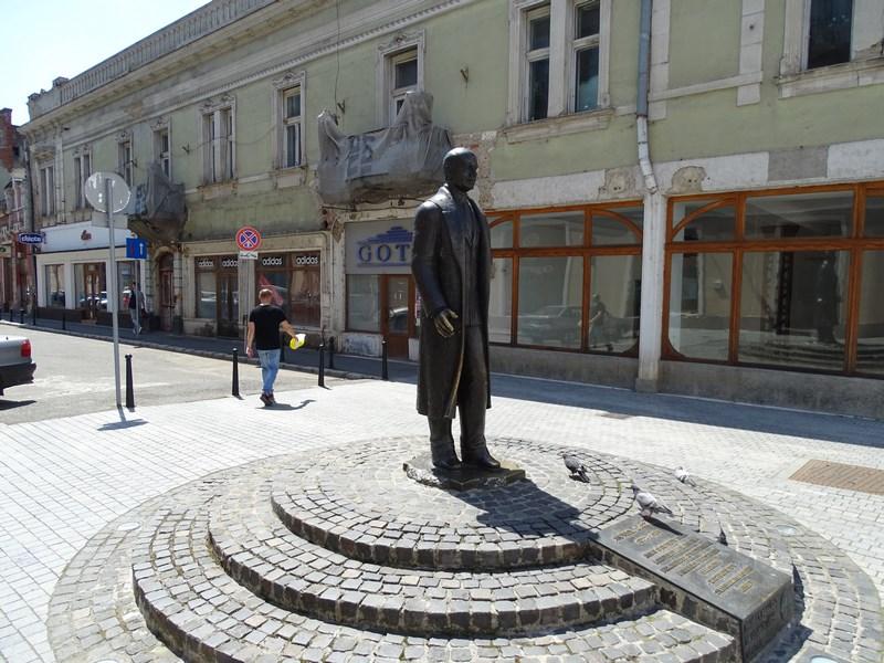 48. Statuie dr. Aurel Lazar