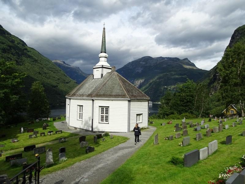 12. Biserica norvegiana