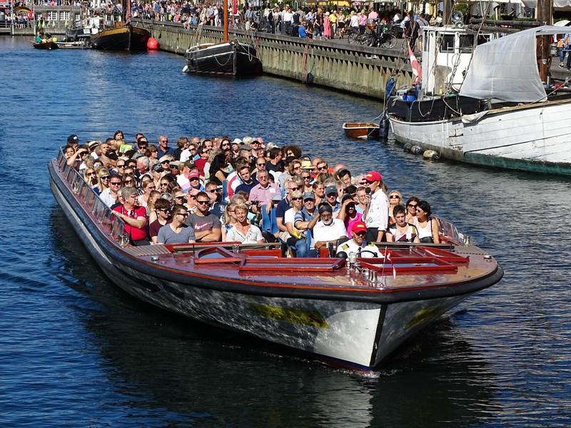 13. Tur cu barca
