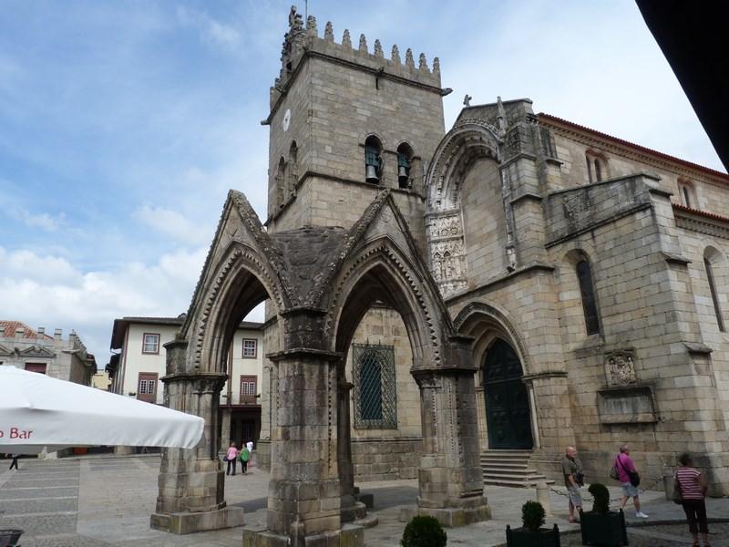 14. Biserica Guimaraes