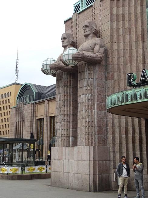 02. Statui gara Helsinki