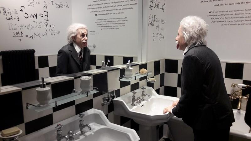 . Chaplins World Einstein