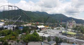 11 In Stanga Fujiyama Unul Dintre Cele Mai Inalte Roller Coastere Clasice Din Lume