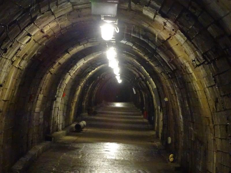 . Tuneluri Mina