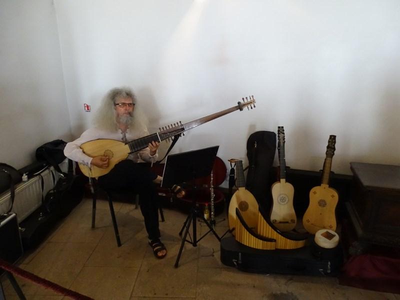 . Concert La Castelul Huniazilor