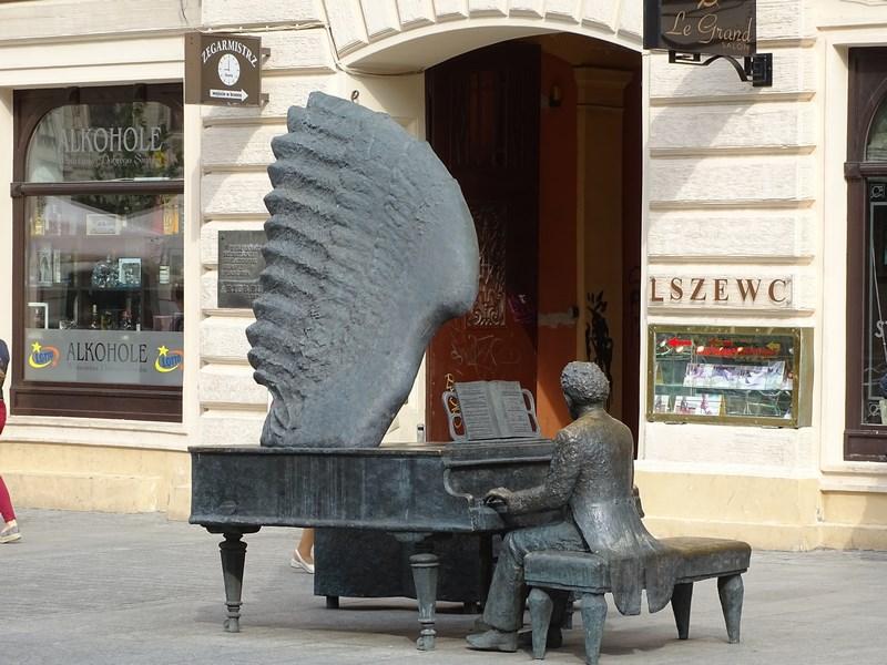 . Statuie Artur Rubinstein