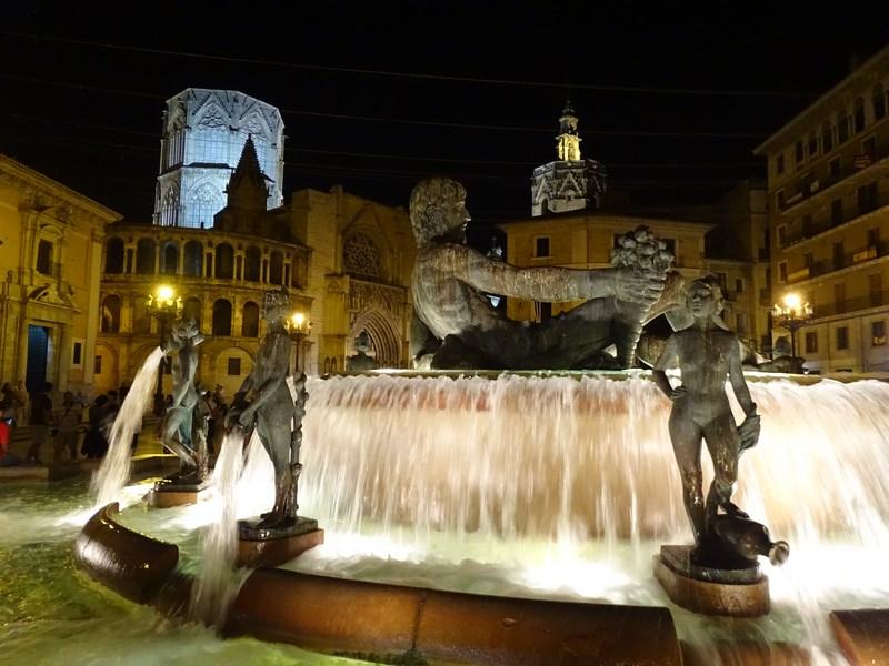. Statuie Turia