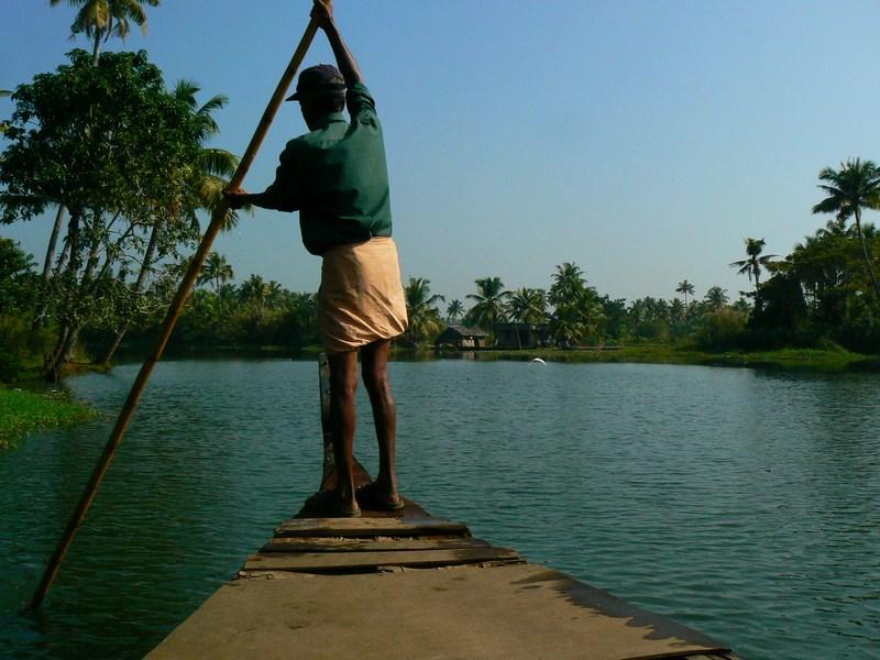 . Prin Delta Keralei