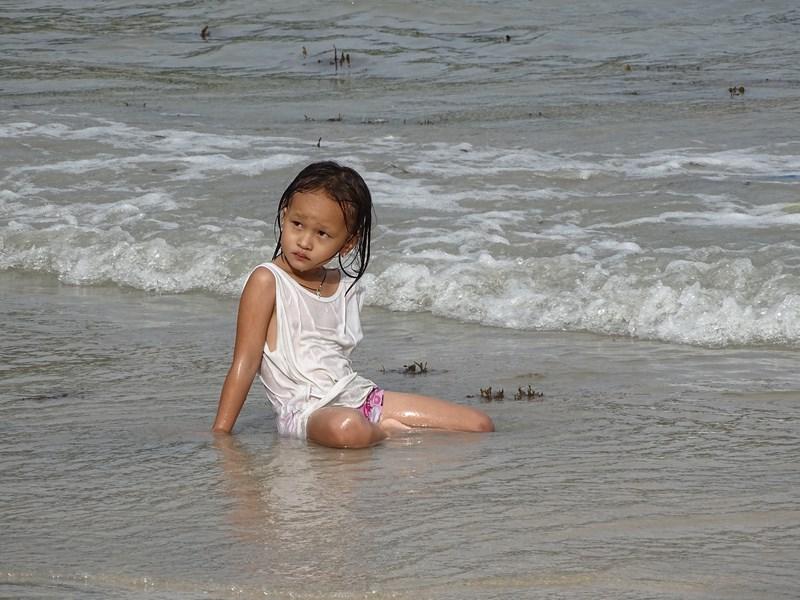 Fata Filipine Plaja