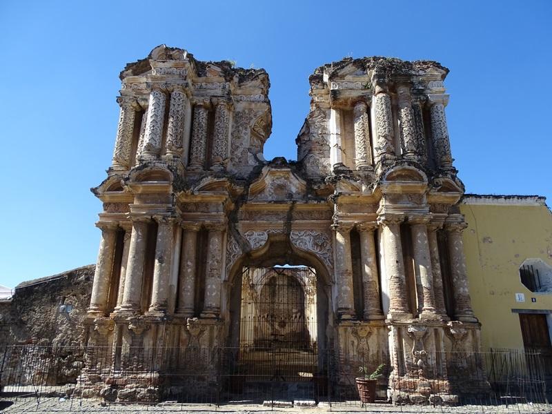 Biserica In Ruina