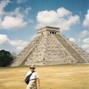 . Piramida Kukulcan Din Chichen Itza