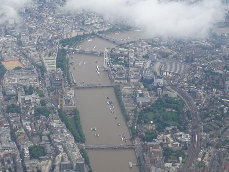 . Deasupra Londrei