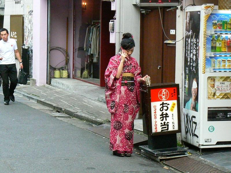 . Femeie In Kimono