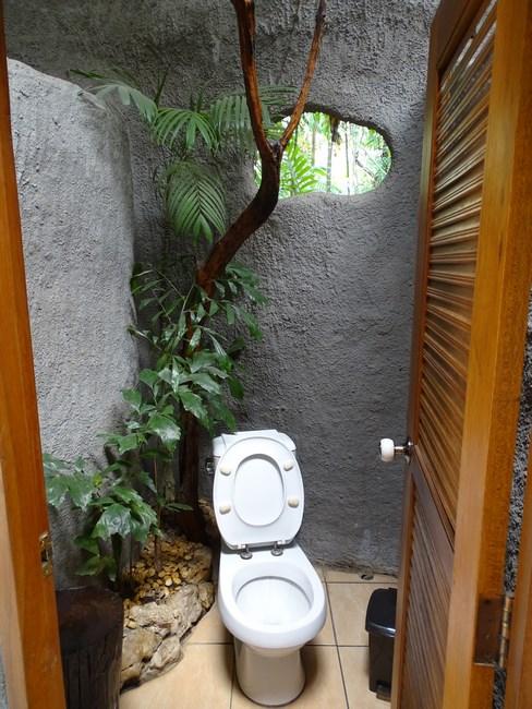 Toaleta Cu Flori