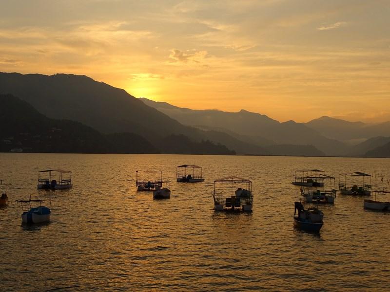 Apus De Soare Pe Lac