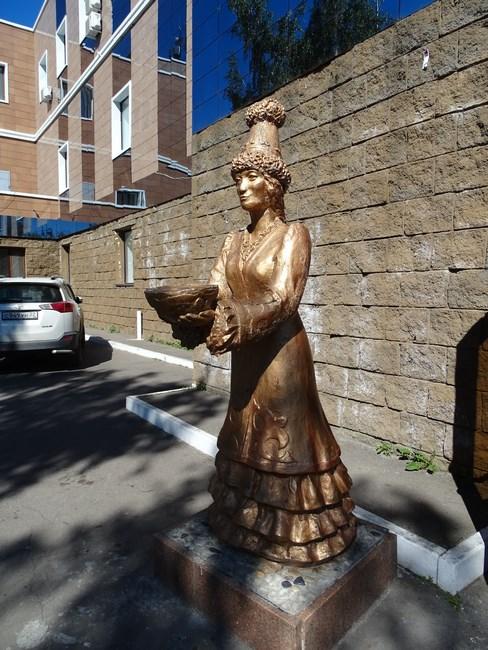 Statuie Femeie Kazaha