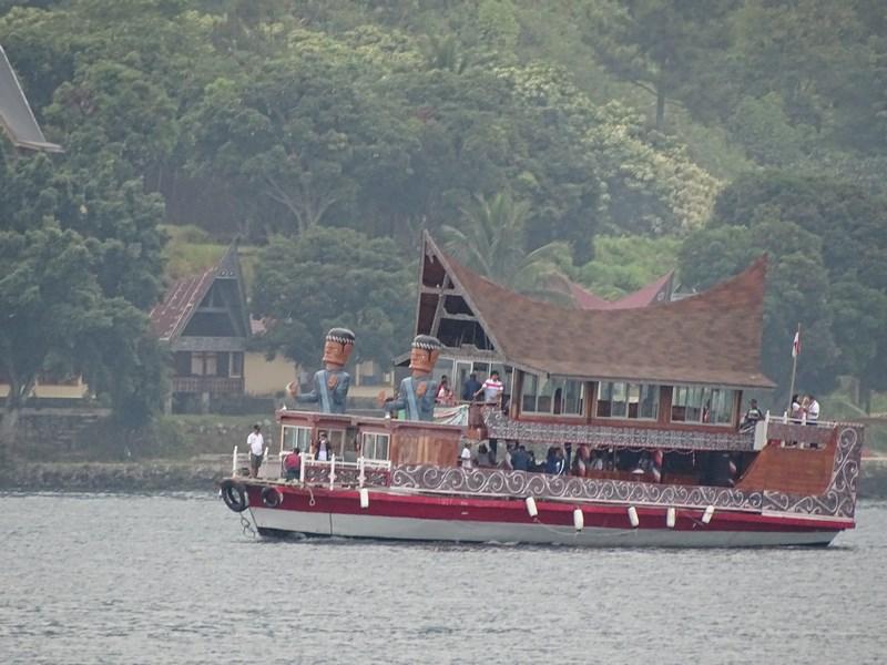 Croaziera Lacul Toba