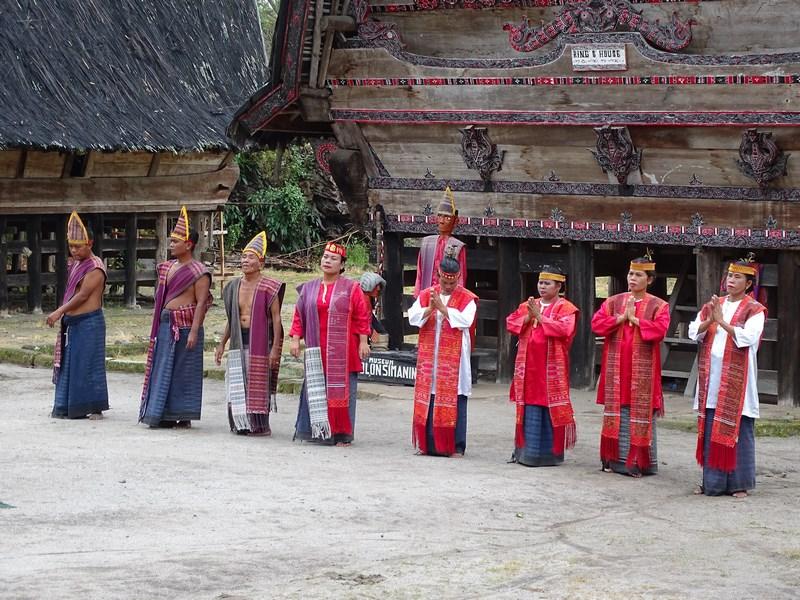 Dansatori Batak Lacul Toba