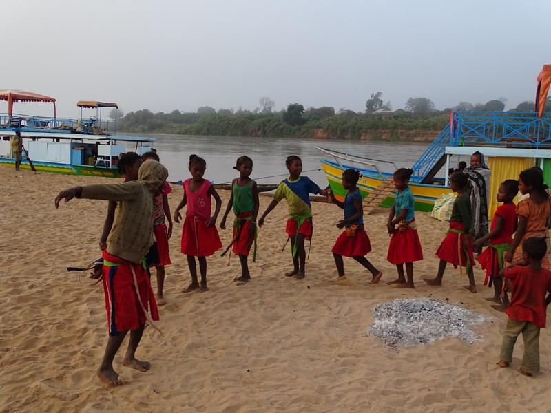 Fete Madagascar Dansatoare