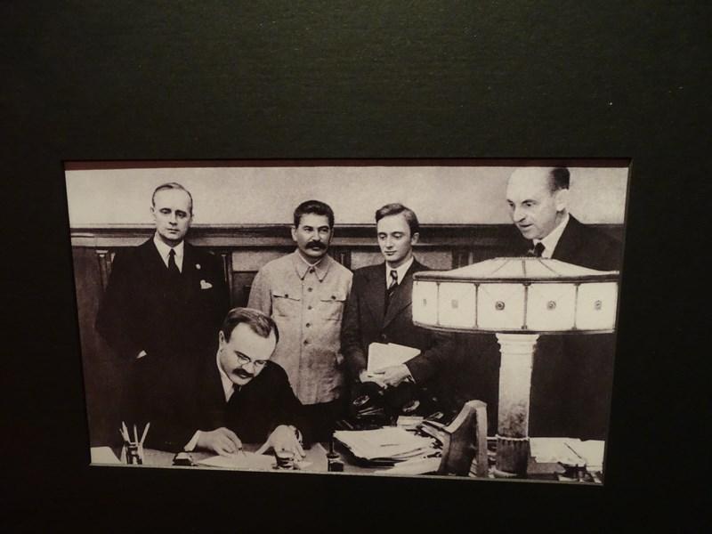 Pactul Ribbentropp Molotov