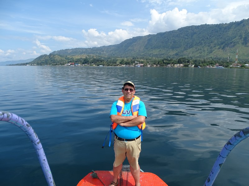 Pe Lacul Toba