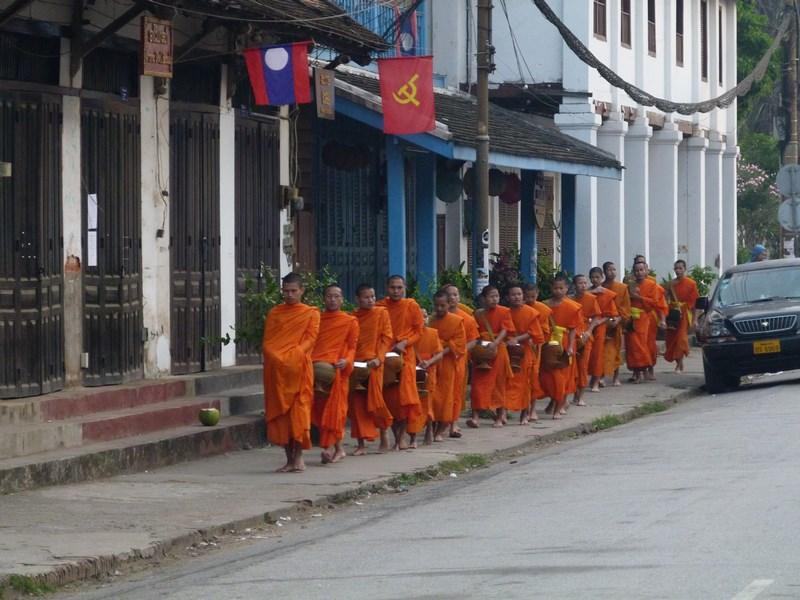 Procesiune Calugari Luang Prabang