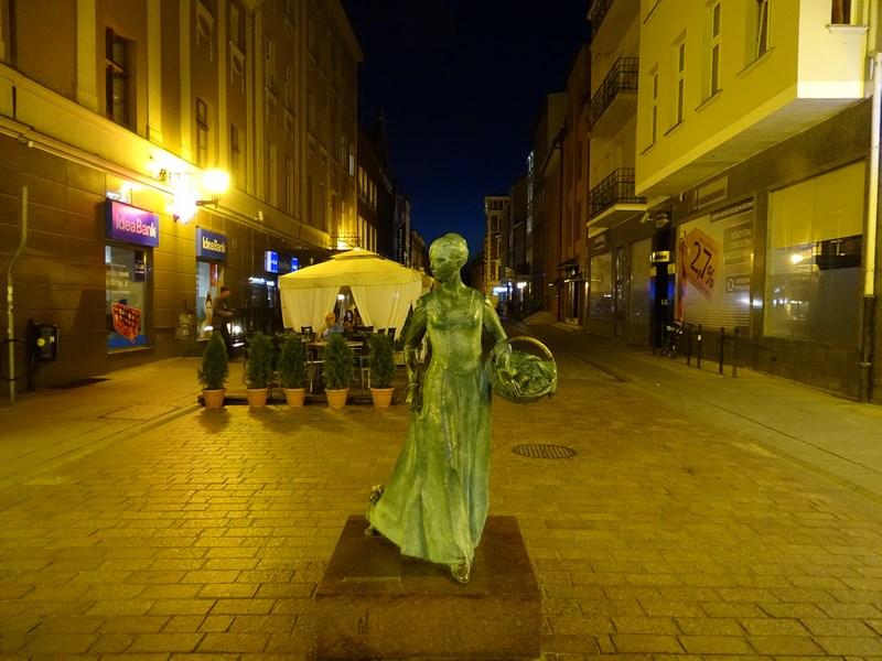 Statuie Femeie