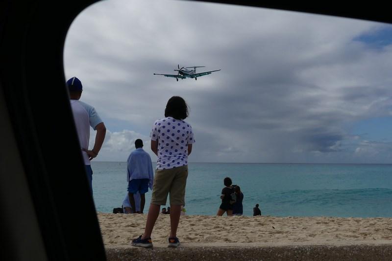 Plaja sub avion