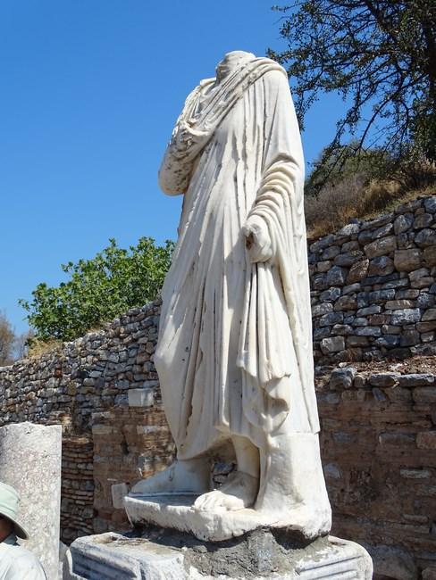 Statuie decapitata
