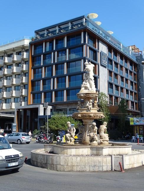 Statuia lui Neptun din Kusadasi