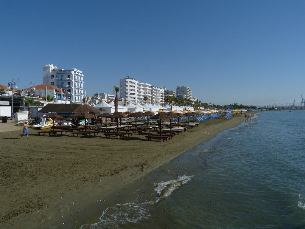 . Plaja Larnaca