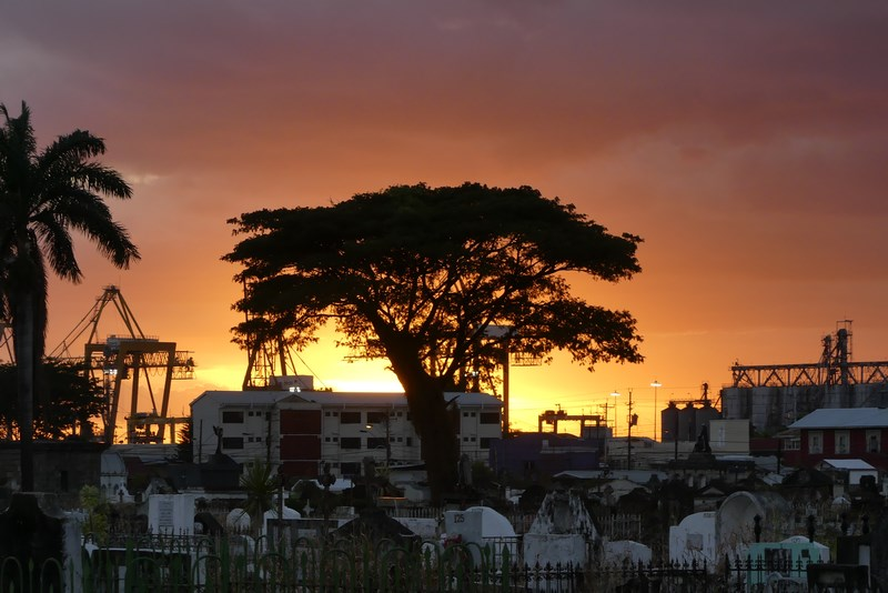 Apus de soare Trinidad