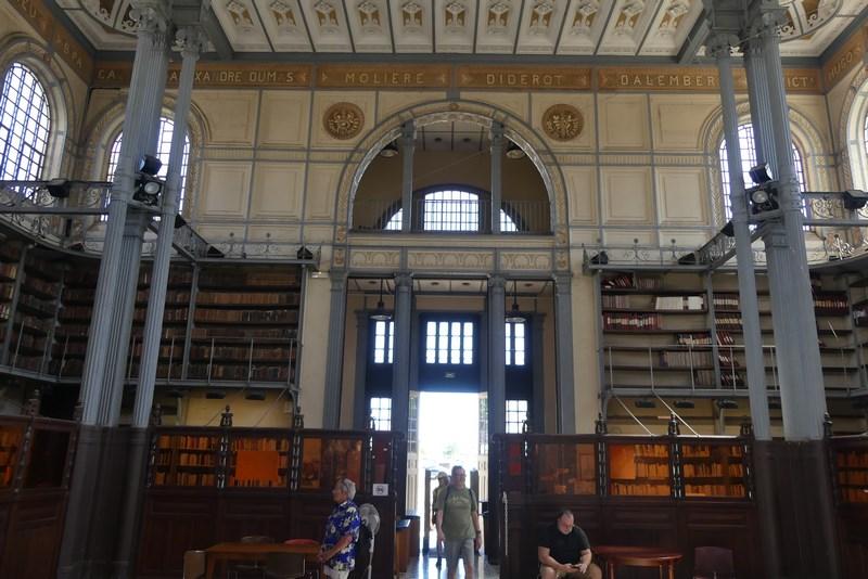 Interior biblioteca Fort de France