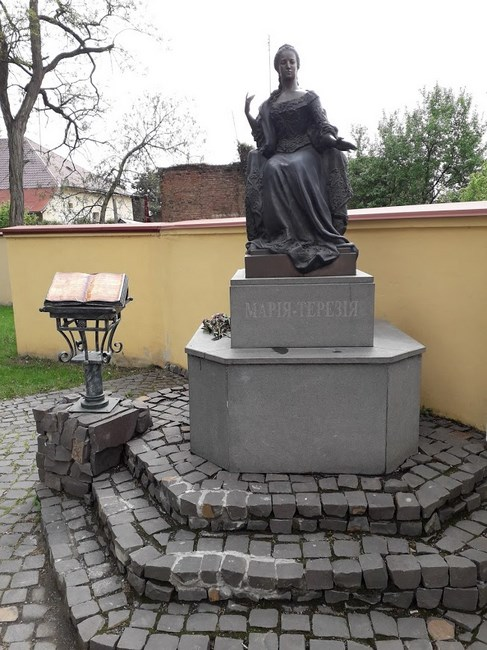 Statuia Maria Tereza