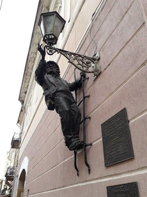 Statuia lampagiului