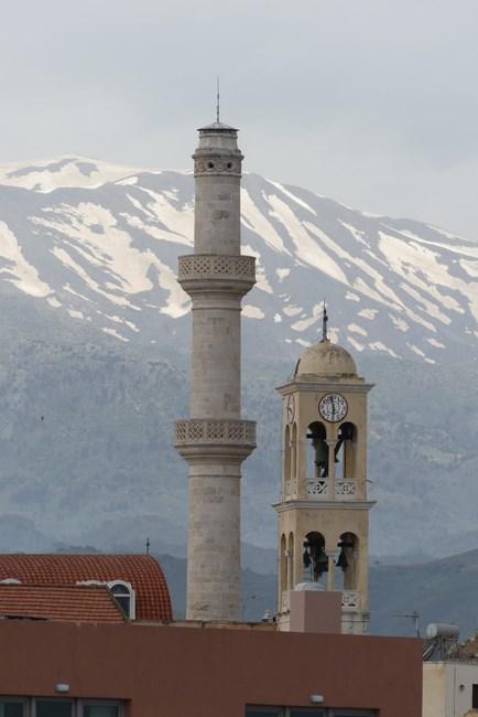 Minaret si clopotnita