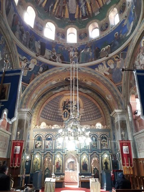 . Interior biserica romaneasca Varset