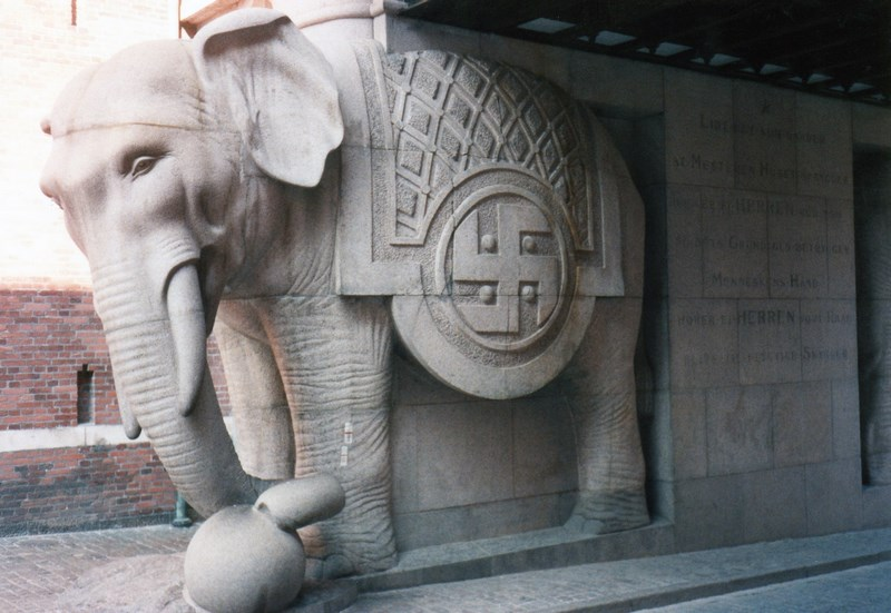 Elefant cu zvastica Carlsberg